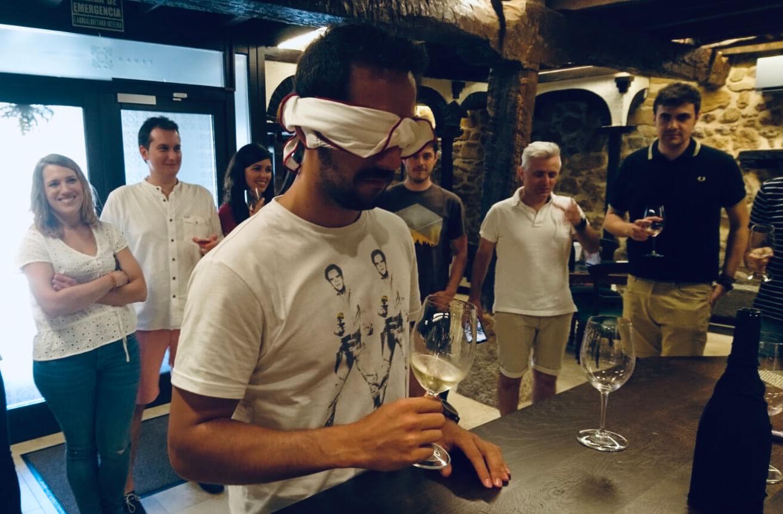 Cata de vinos para empresas y eventos en Bilbao: sesión de team building